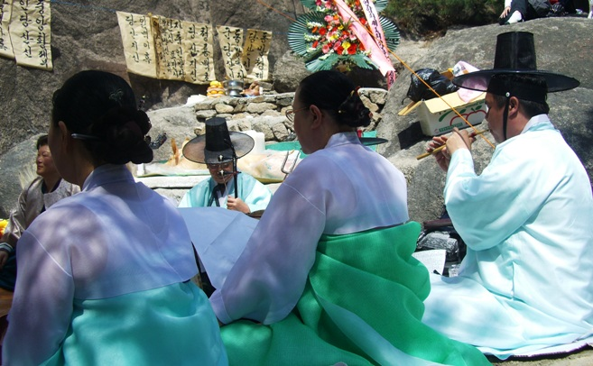 Korean Shamanistic Ceremony (from san-shin.org)